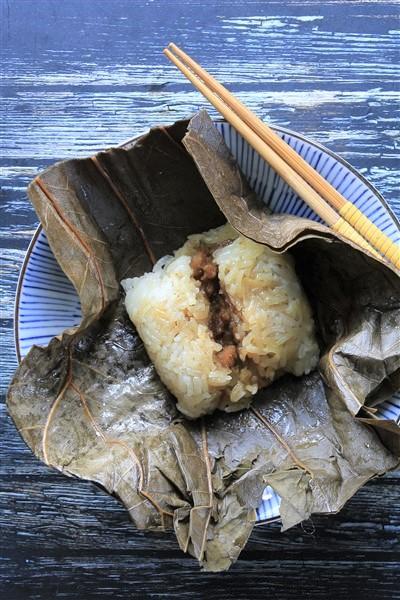 Lo Mai Gai (Nuomiji) - Lotus Leaf Wraps with Chicken | Unfamiliar China